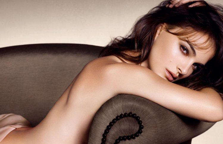 娜塔莉波曼Natalie Portman拍攝Dior。圖/GQ提供