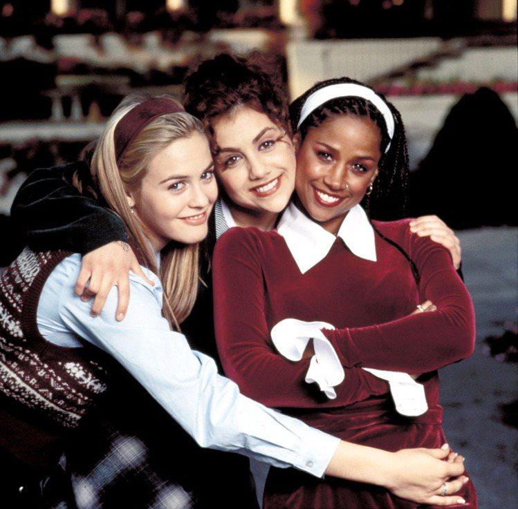九○年代經典美國校園電影《獨領風騷》,以比佛利山莊為背景,飾演女主角雪兒的艾莉西...