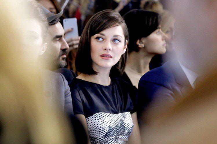 2013年,瑪莉詠柯蒂亞嘗試了學生妹短髮,清新脫俗的氣質讓許多時尚粉絲將她的短髮...