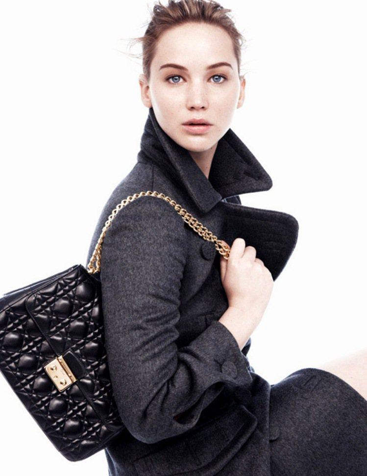 珍妮佛勞倫斯二度代言 Lady Dior。圖/Dior提供