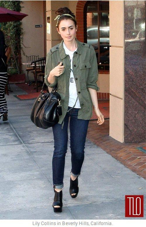 私下的莉莉柯林斯則是街頭與甜美風的綜合體,從她的穿搭和單品選擇的功力可以輕易看出...