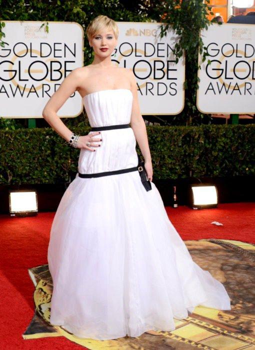 以《瞞天大佈局》拿下音樂喜劇類最佳女配角的珍妮佛勞倫斯,穿上代言品牌 Dior ...
