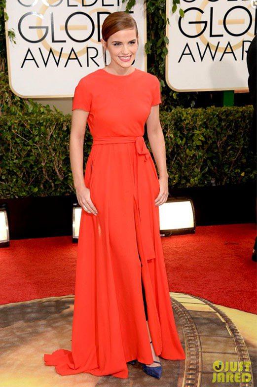 艾瑪華森這身 Dior 禮服在紅毯上獨樹一幟,T恤式的上身設計混搭休閒風,摩登時...