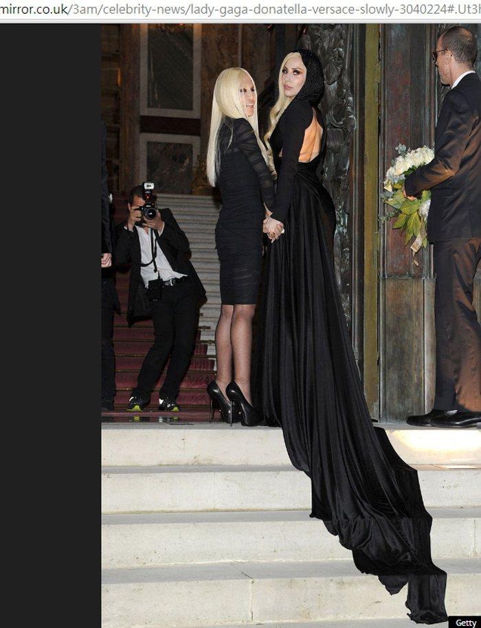女神卡卡是Versace春季廣告代言人。圖/擷取自mirror.co.uk