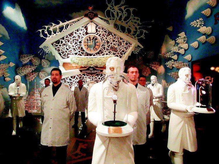羅杰杜彼在SIHH展場打造大型咕咕鐘。記者祁玲/攝影