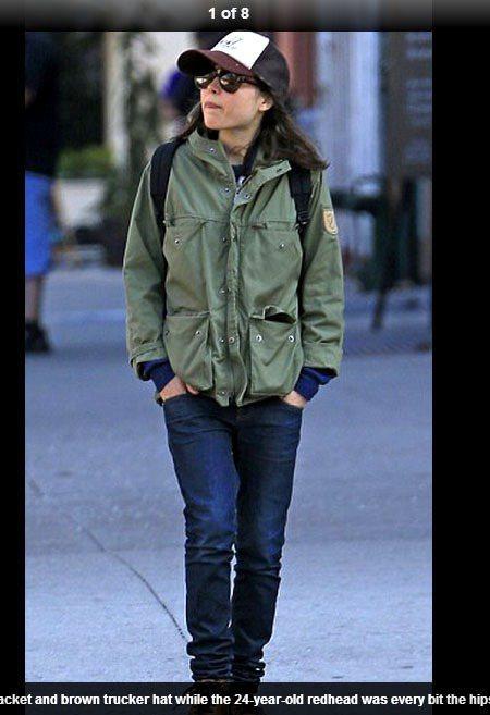 艾倫佩姬的穿衣風格和站姿一直以來倒是與她的形象反差很大,偏向中性化--牛仔褲、靴...