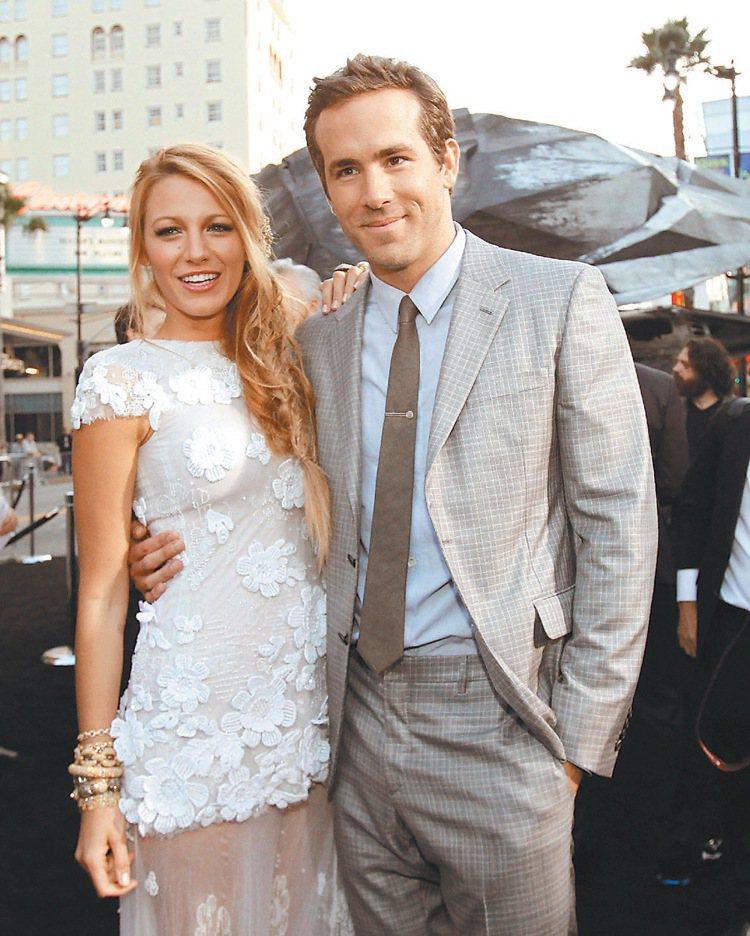 布蕾克萊佛莉(左)的丈夫萊恩雷諾斯(右)曾與史嘉莉喬韓森在 2008 年到 20...