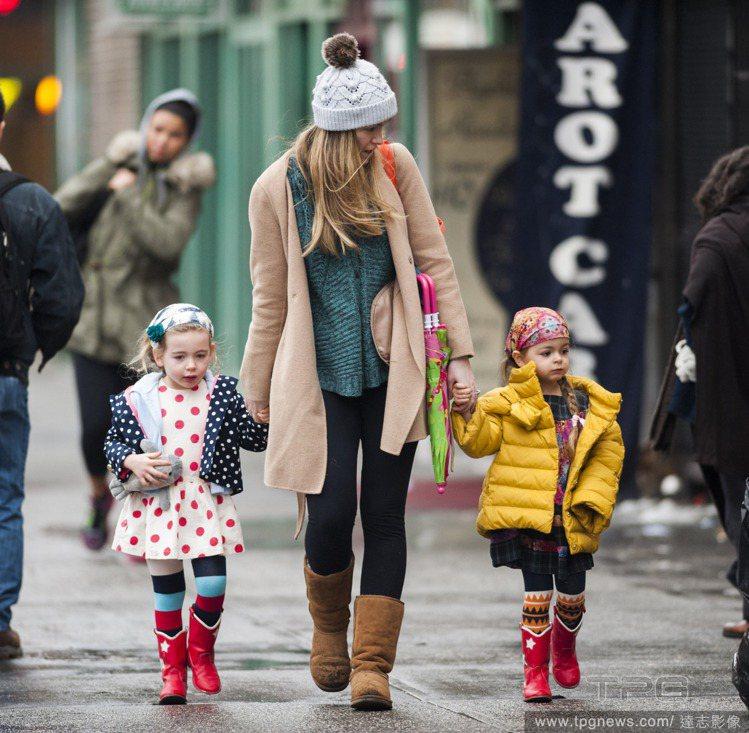 莎拉潔西卡派克抽空接受專訪時透露,雙胞胎女兒Marion Loretta Elw...
