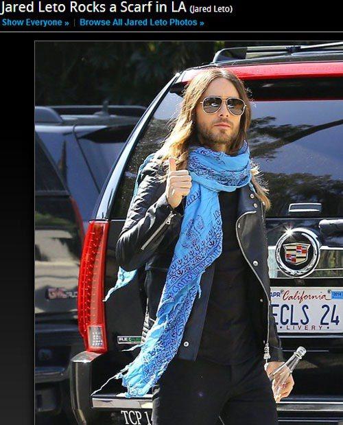 傑瑞德雷托平時就很熱愛這條亮藍色圍巾。圖/擷取自zimbio.com