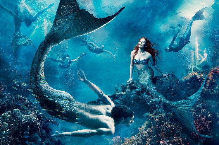 茱莉安摩爾曾在時尚畫報中化身「小美人魚」。圖/迪士尼提供