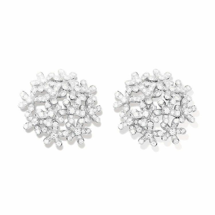 梵克雅寶Socrate18k白金鑽石耳環,價格電洽。圖/梵克雅寶提供