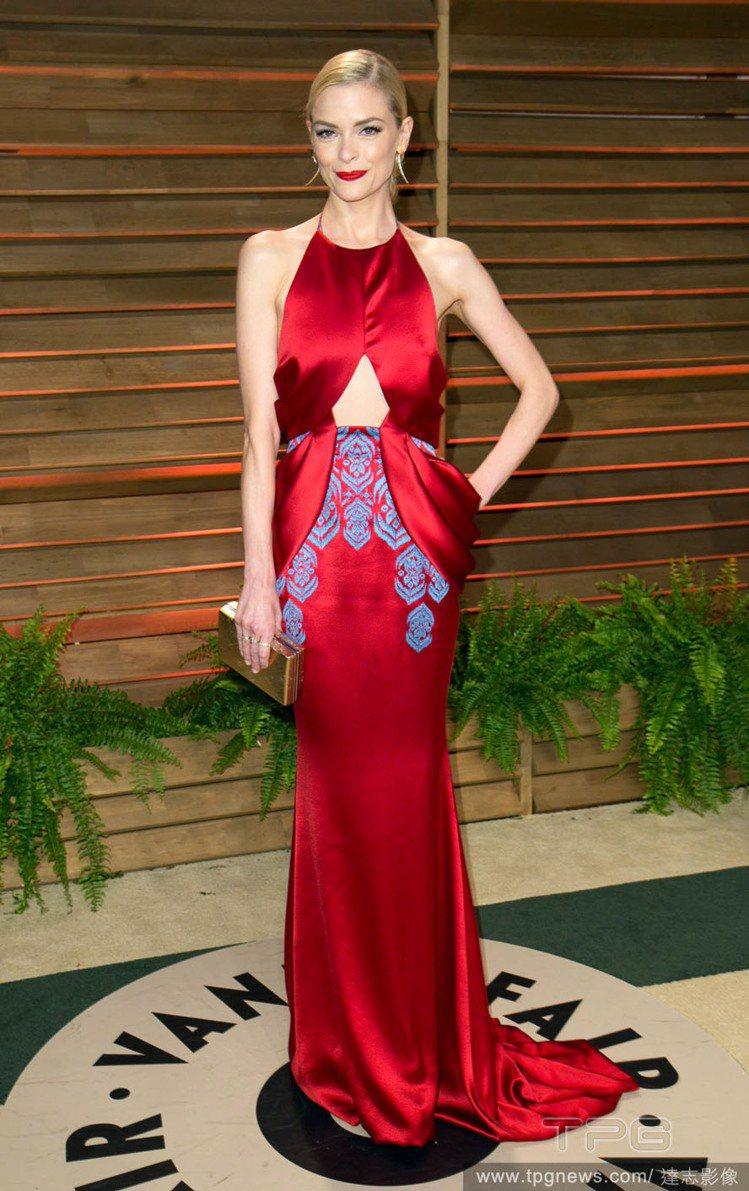 潔米金出席活動時的造型可是像從古典電影中走出來的女明星,優雅又帶著時代魅力。圖為...