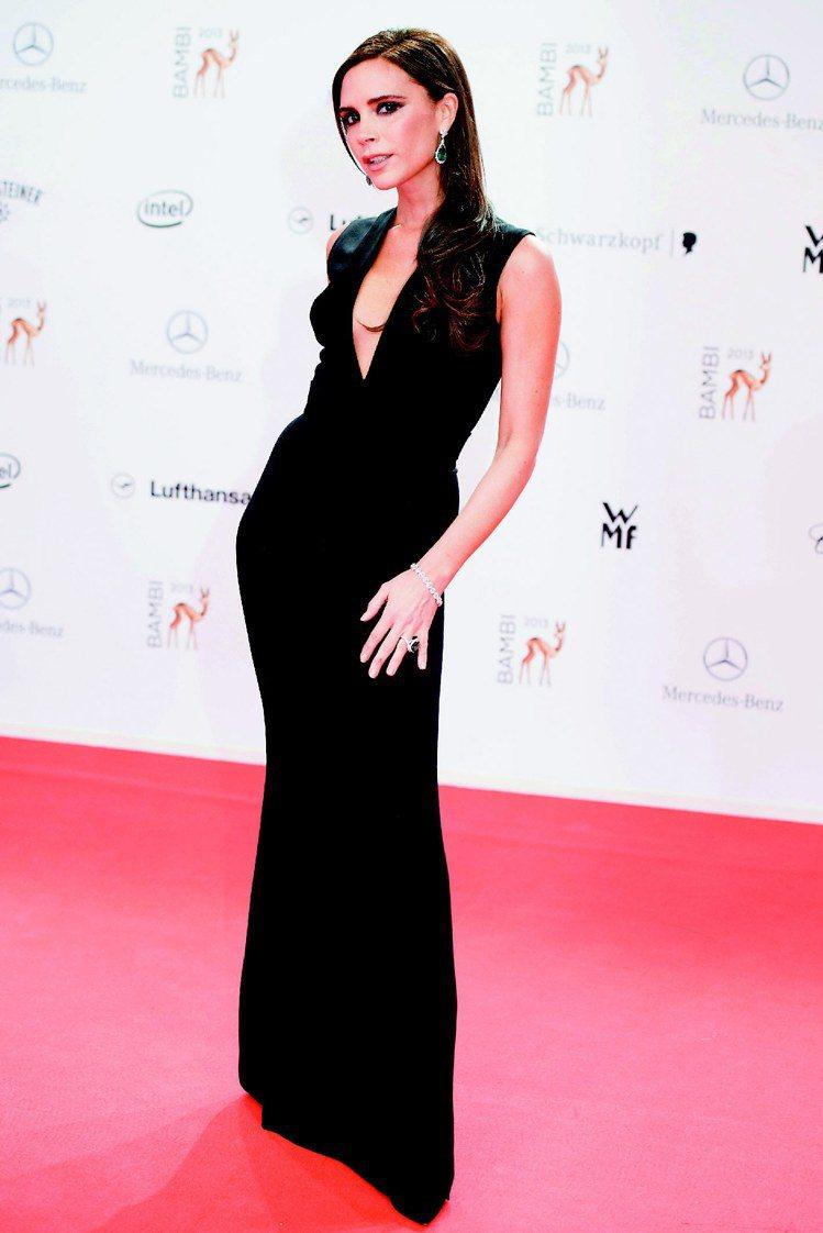 Glamour 雜誌日前公布 40 位穿過維多利亞貝克漢同名品牌的名人名單,為今...