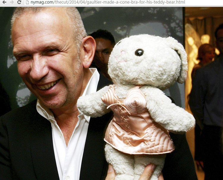 最令 Jean Paul Gaultier 感到驕傲的作品,就是為心愛的泰迪熊設...