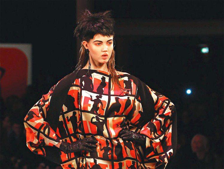 Jean Paul Gaultier 曾將八○年代的搖滾樂成員髮型複製到伸展台上...
