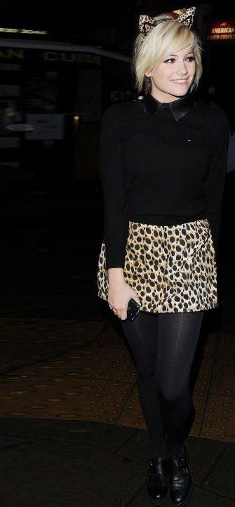 Pixie Lott 豹紋短裙超逼真,頭上戴著兩個豹耳朵的她看起來非常可愛。圖/...