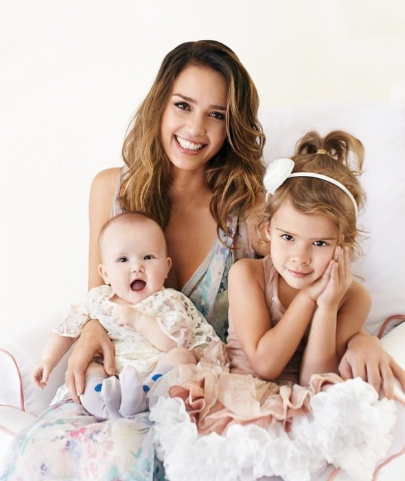 潔西卡艾芭育有兩個女兒。圖/she.com Taiwan提供