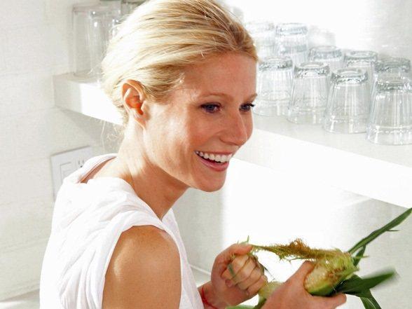 葛妮絲派特蘿私底下其實對廚藝相當有一套!更出了本食譜分享了選擇搭配食材來均衡飲食...