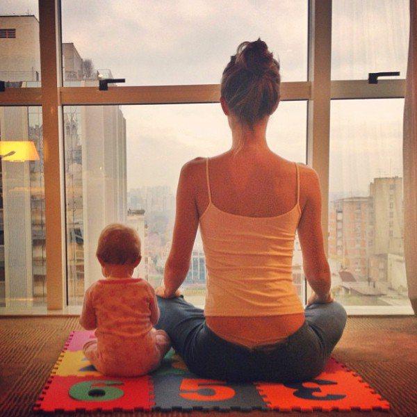 名模媽咪吉賽兒邦臣相當推廣瑜珈,帶著兒女們一起做瑜珈的可愛照片更是造成廣大迴響,...