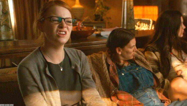 艾瑪史東與安娜法瑞絲合作演出電影《女郎我最兔》,更是竭盡所能地搞笑,演出校園中的...