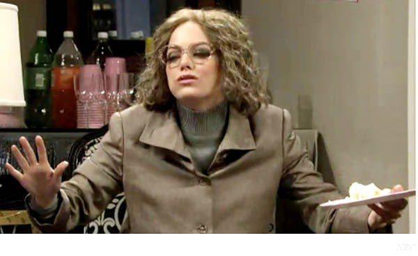 艾瑪史東在周六夜現場節目上扮老。圖/擷取自hollywoodreporter.c...