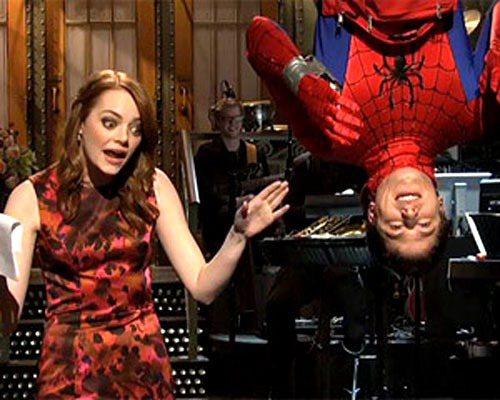 艾瑪史東宣傳《蜘蛛人驚奇再起》第一集時,在周六夜現場節目上與盜版蜘蛛人搞笑演出。...