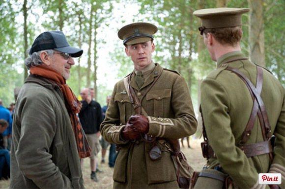 湯姆希德斯頓在電影《戰馬》中以白淨的軍官look亮相。圖/擷取自movies.a...