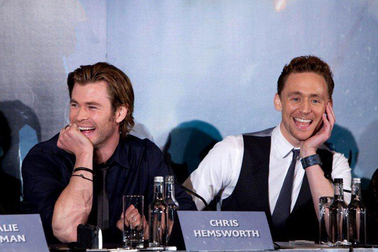 現實生活中,如果問影迷最愛湯姆希德斯頓那一點,答案一定是「笑容」。他的笑容特別天...