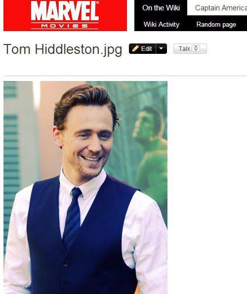 湯姆希德斯頓穿衣風格則是比較保守,西裝就是那幾款,頂多換換領結,十足英倫紳士風。...