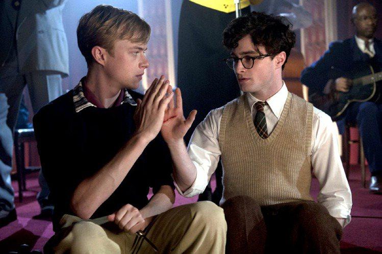 丹尼爾德克里夫(右)與丹德翰在《愛殺達令》中飾演同性情侶。圖/索尼經典公司提供
