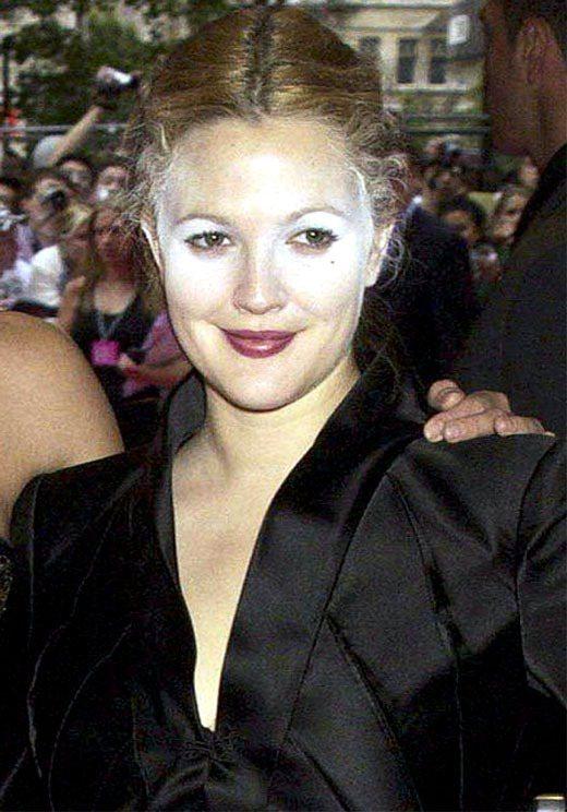 茱兒芭莉摩也曾被拍到妝容不均。圖/擷取自funnie.st