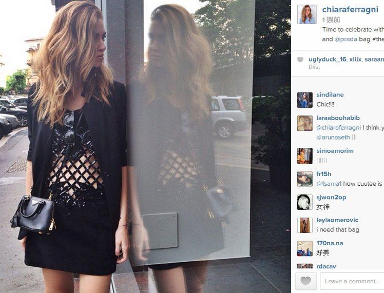 Chiara Ferragni 這身黑色亮面鏤空款,充滿義大利式的極端俐落感,也...