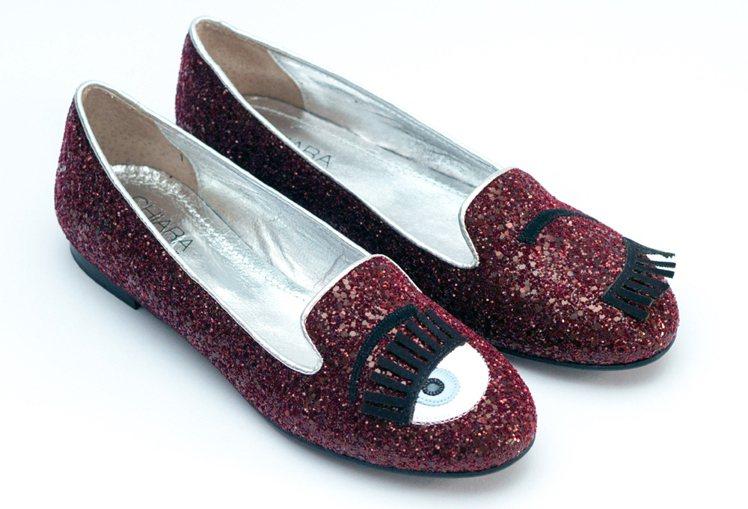 Chiara Ferragni 推出的同名女鞋品牌,在全球掀起一股風潮,眨眼閃耀...