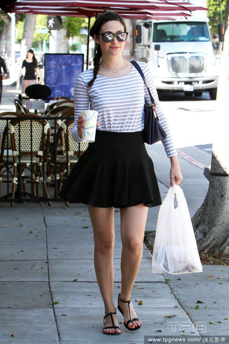 女星艾美羅森非常愛穿短裙,比出了名的「裙子愛好者」泰勒絲還誇張,一年四季都瘋狂穿...