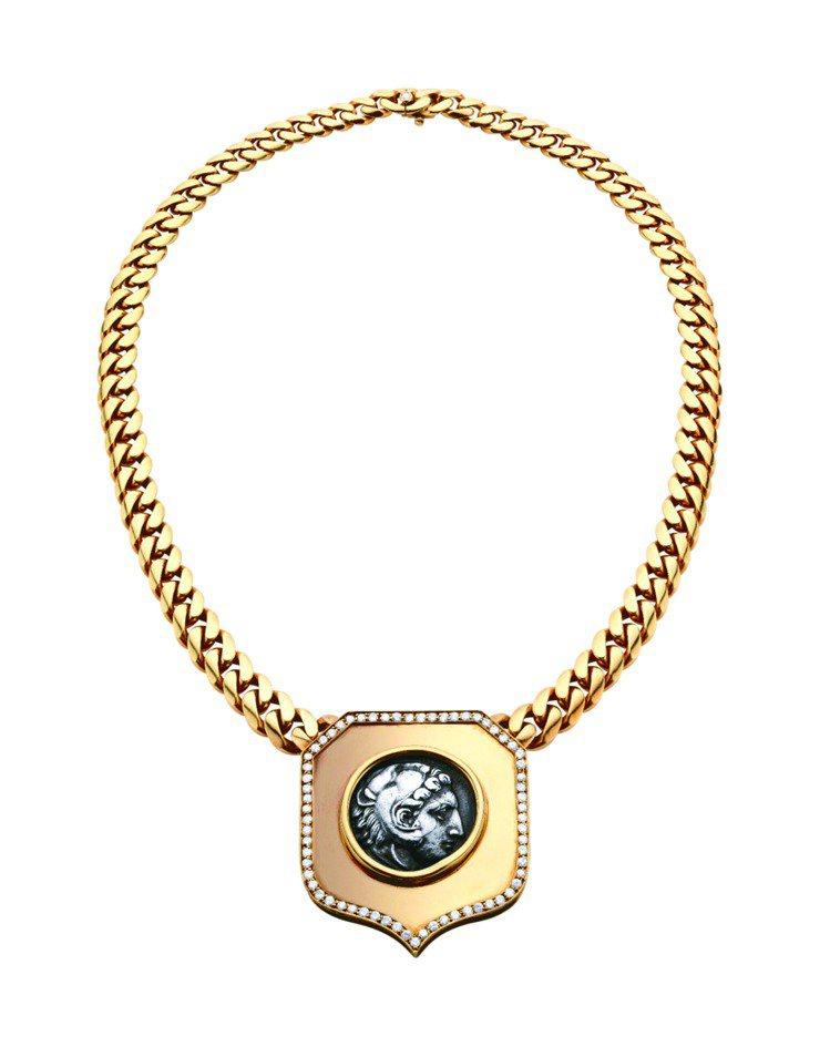 1978年葛麗絲凱莉王妃配戴寶格麗古幣珠寶項鍊欣賞他牌珠寶。圖/BVLGARI提...