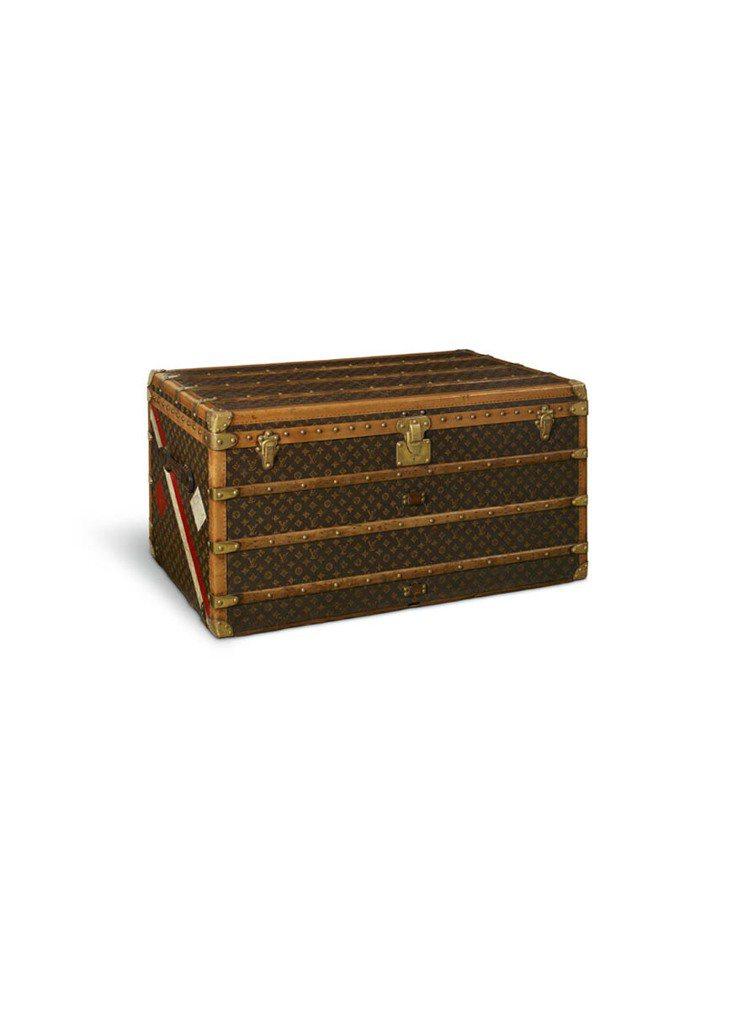1920年為紀念Valentinois公爵夫人成為摩納哥王妃所推出的行李箱,箱身...