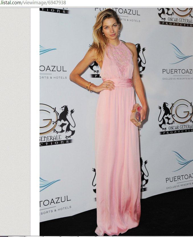 Jessica Hart 這身Pucci 透視刺繡粉紅禮服,精緻的刺繡細節搭配復...