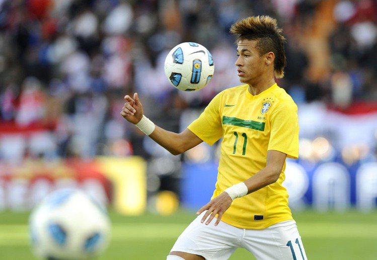 被封為2014巴西世足最具看點的新生代球星,內馬爾的髮型絕對是賣點之一。絕對可稱...