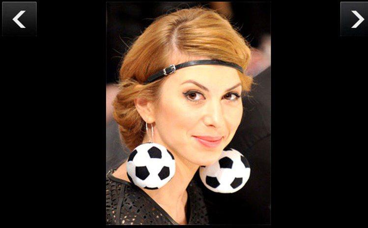 也許是呼應當年的歐洲國家盃足球賽吧,2012在烏克蘭時裝周場邊,有名女觀眾戴著足...