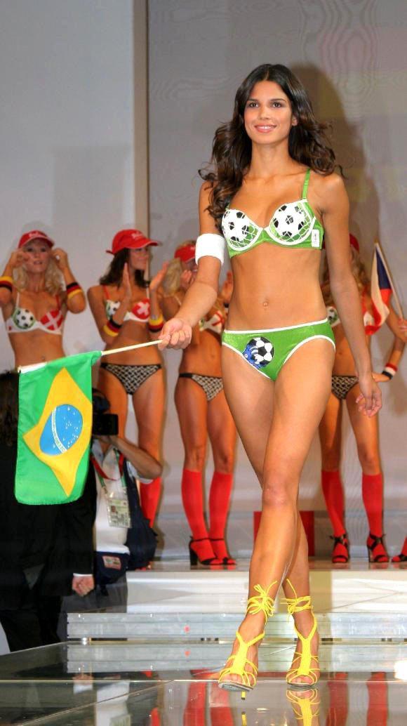 巴西傳奇球星「大羅」羅納度的前女友 Raica Oliveira ,曾在06年世...