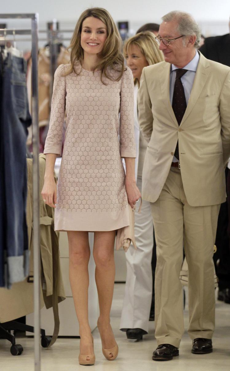 蕾蒂西亞曾穿MANGO小洋裝,親自參訪MANGO的設計工作室,展現她對西班牙時尚...