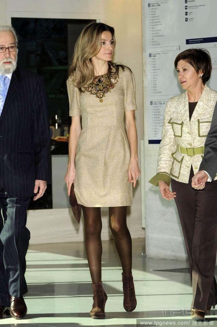 橫掃全球的西班牙ZARA女裝,也是蕾蒂希亞常穿的平價服飾。圖/達志影像