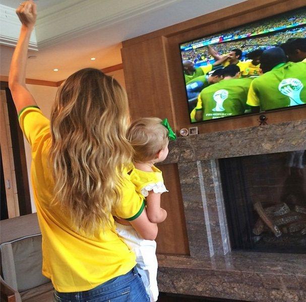 巴西超模最大牌的代表吉賽兒邦臣則是在世足開踢前就不斷為國家隊加油,世足開踢後不管...