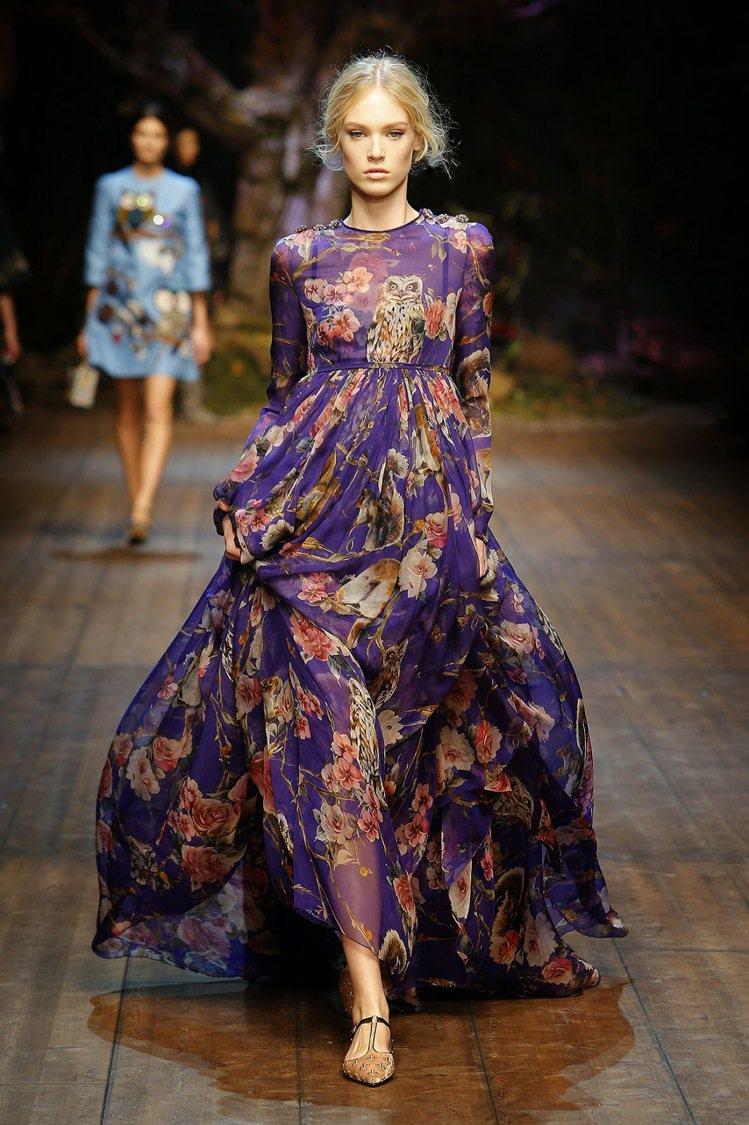 Dolce & Gabbana 秋冬印花透膚洋裝。圖/擷取自simply...