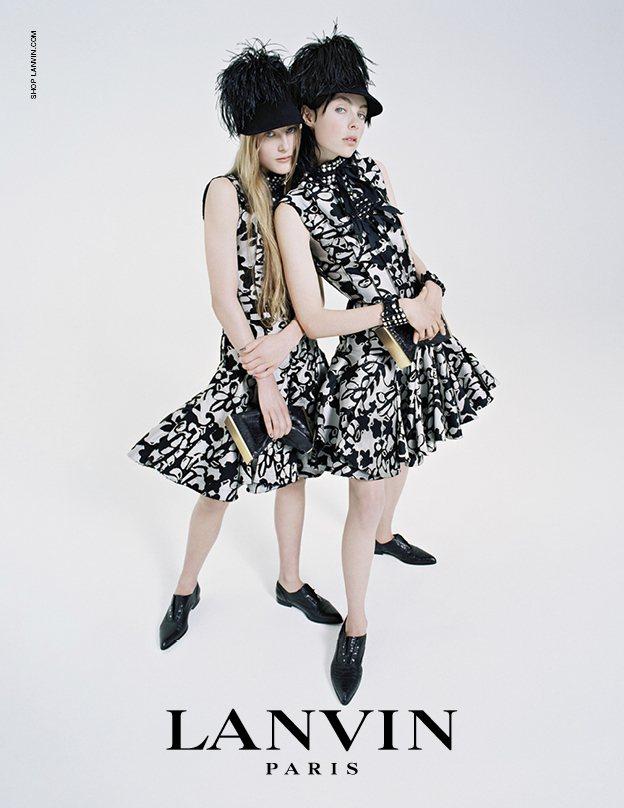 Edie Campbel與妹妹Olympia Campbell。圖/LANVIN...