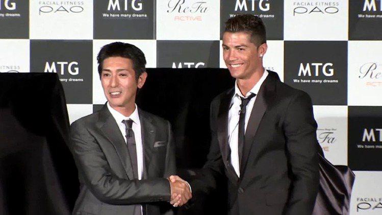 C羅日前快閃日本參加美妝家電品牌 MTG 新品發布活動。圖/udn tv