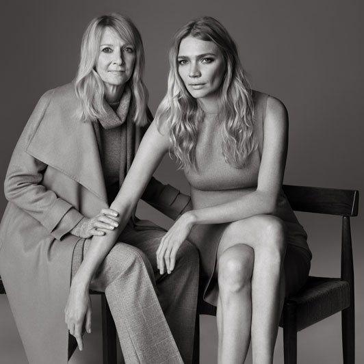 英國超模 Jodie Kidd 與母親認為英國時尚偶像非奧黛莉赫本(Audre...