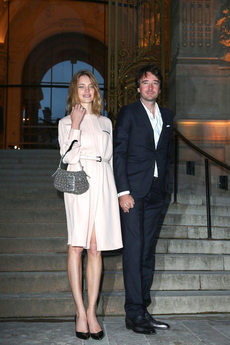 Natalia Vodianova與Antoine Arnault經常一起出席時...