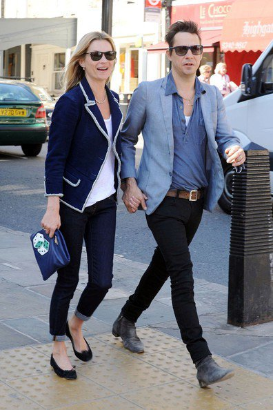 凱特摩絲與老公傑米因斯喜歡穿同色系、類似風格的服裝。圖/擷取自zimbio.co...
