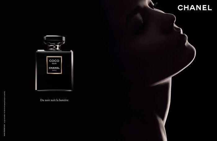 Karlie Kloss 獲得 CHANEL 賞識,成為 Coco Noir 的...